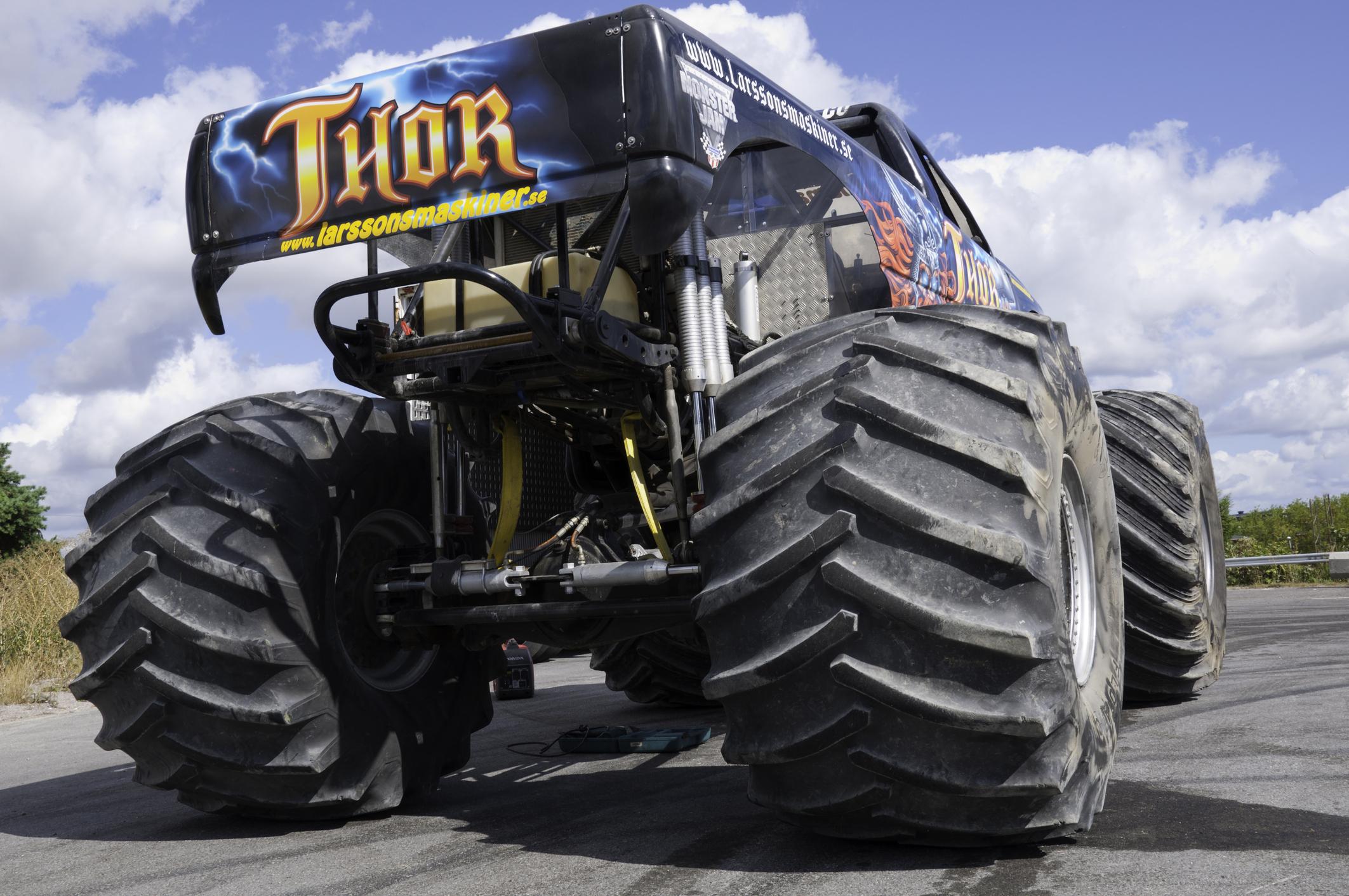 Instrumente und Schalter im Monster Truck